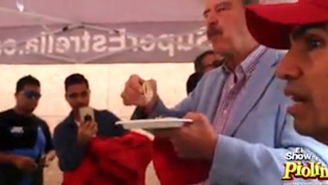 Thumbnail image for Ex Mex President Fox eats truck tacos, beats Trump piñata (video)